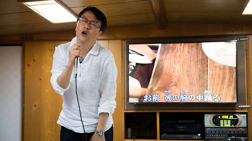 Aktivnosti kao što su karaoke - koje su proglašene visokorizičnim - bile su popularne u Japanu