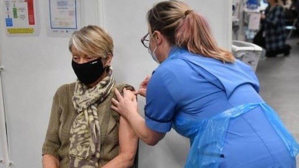 Korona virus i vakcine: Ko ne bi trebalo da primi vakcinu i zašto - 10  pitanja i odgovora - Glas Šumadije