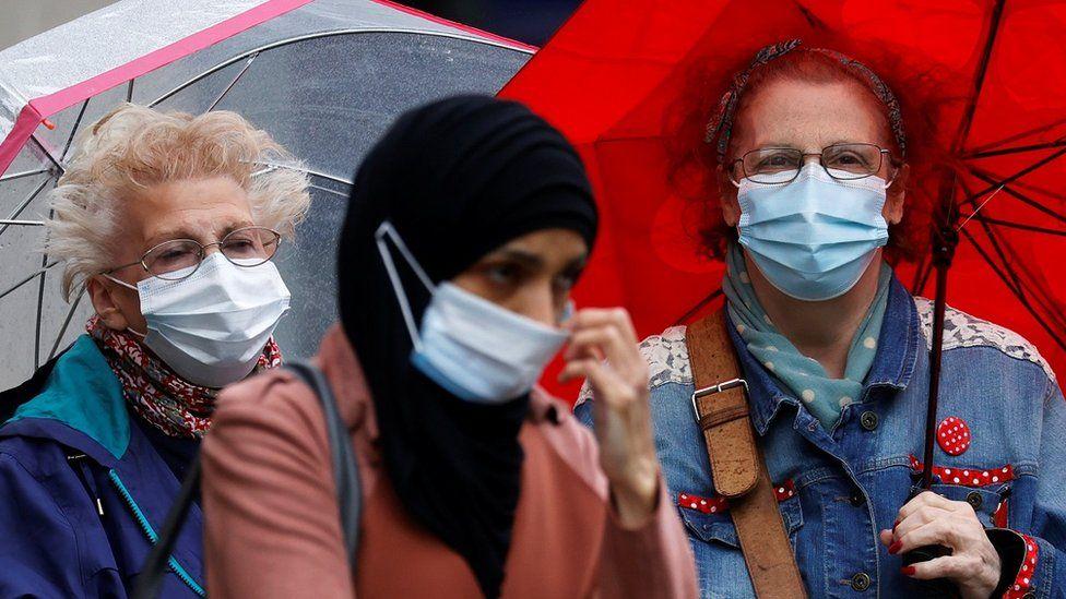 Jednokratne maske mogu da štete okolini, smatraju stručnjaci