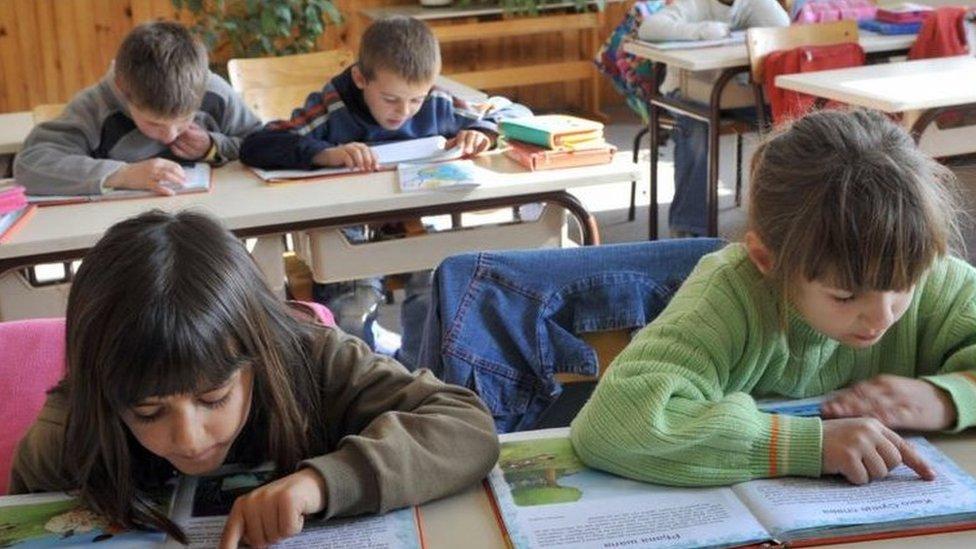 deca u učionici